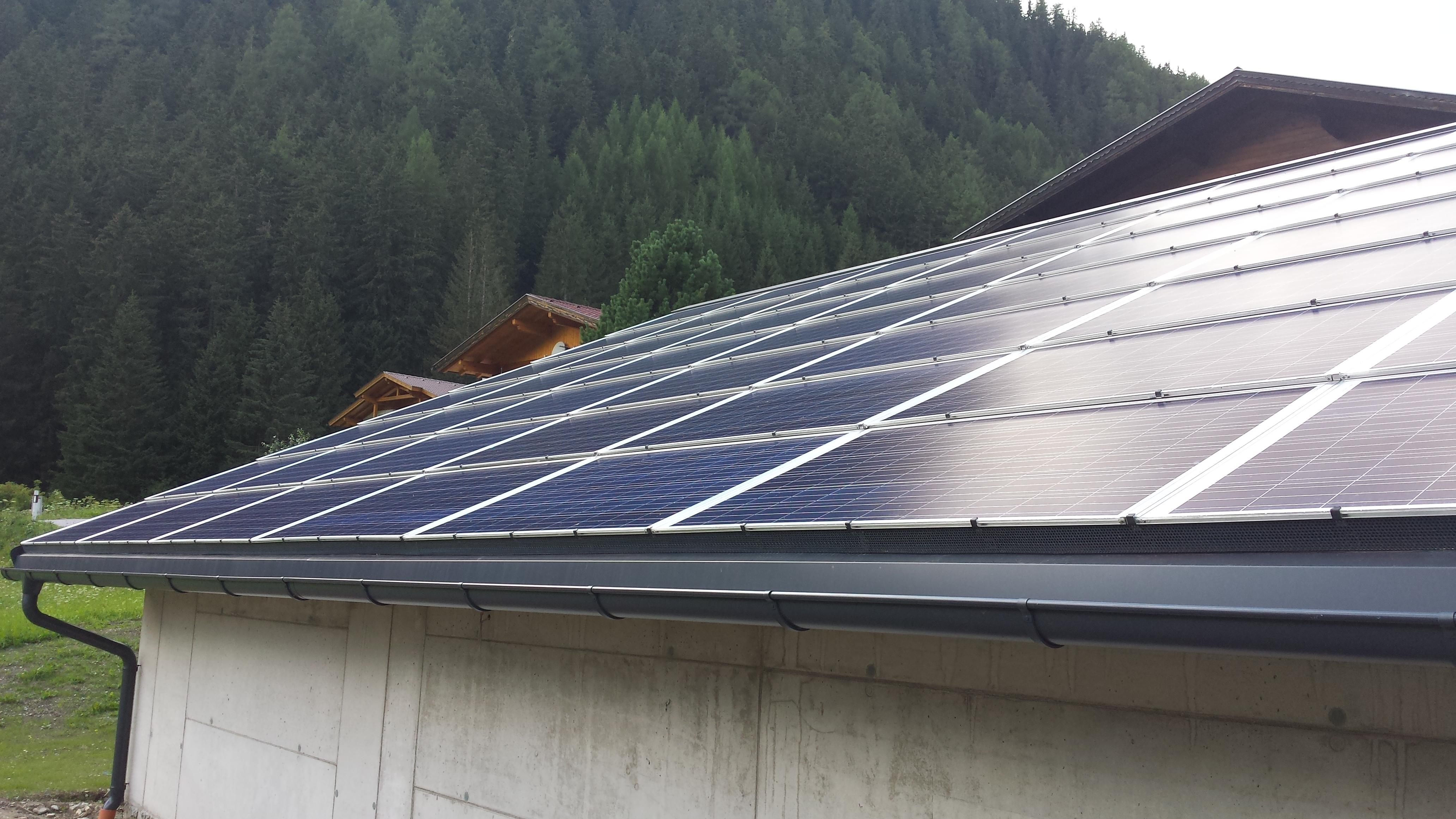 Quelle: sun.e-solution GmbH / vollständige Dachlösung wie aus einem Guß